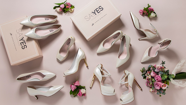 2495605fd Entre eles, o sapato da noiva, responsável por coroar com graça e elegância  a estrela principal da festa.