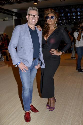 O designer com a cantora Paula Lima